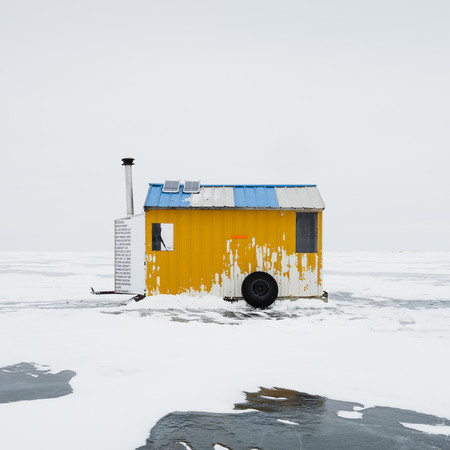 Ice Fishing Huts, Lake Winnipeg. De Sandra Herber