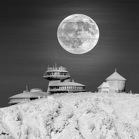 Om 62564 7 Highly Commended Moon Base A C Daniel Koszela