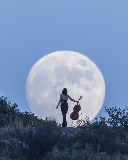 Lucia And The Moon