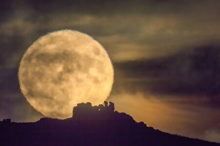 Supermoon Over Three Fingers Rock Caer Caradoc Shropshire Uk The Times Cover Photo